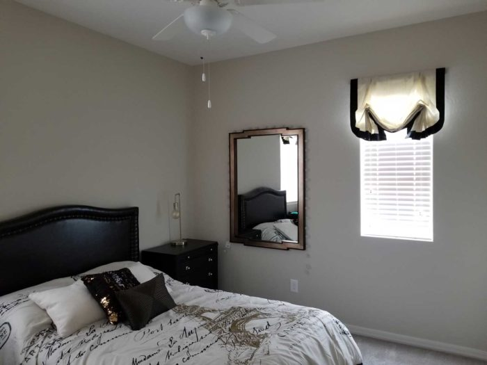 bedroom with furnishings